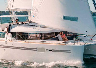 Rumboalatea-alquiler-catamaran-ibiza-lagoon-450-solarium