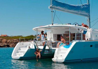 Rumboaltea-alquiler-catamaran-ibiza-lagoon-450-fondeado-1-1024x361